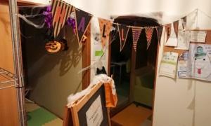 [英会話イベント] ハロウィンの飾りつけをしました